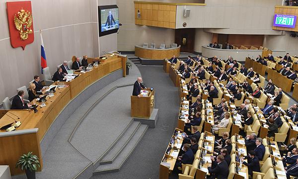 Депутаты Госдумы приняли в первом чтении изменения в Конституцию